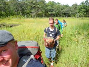 Wandern durch den Dschungel im Gänsemarsch